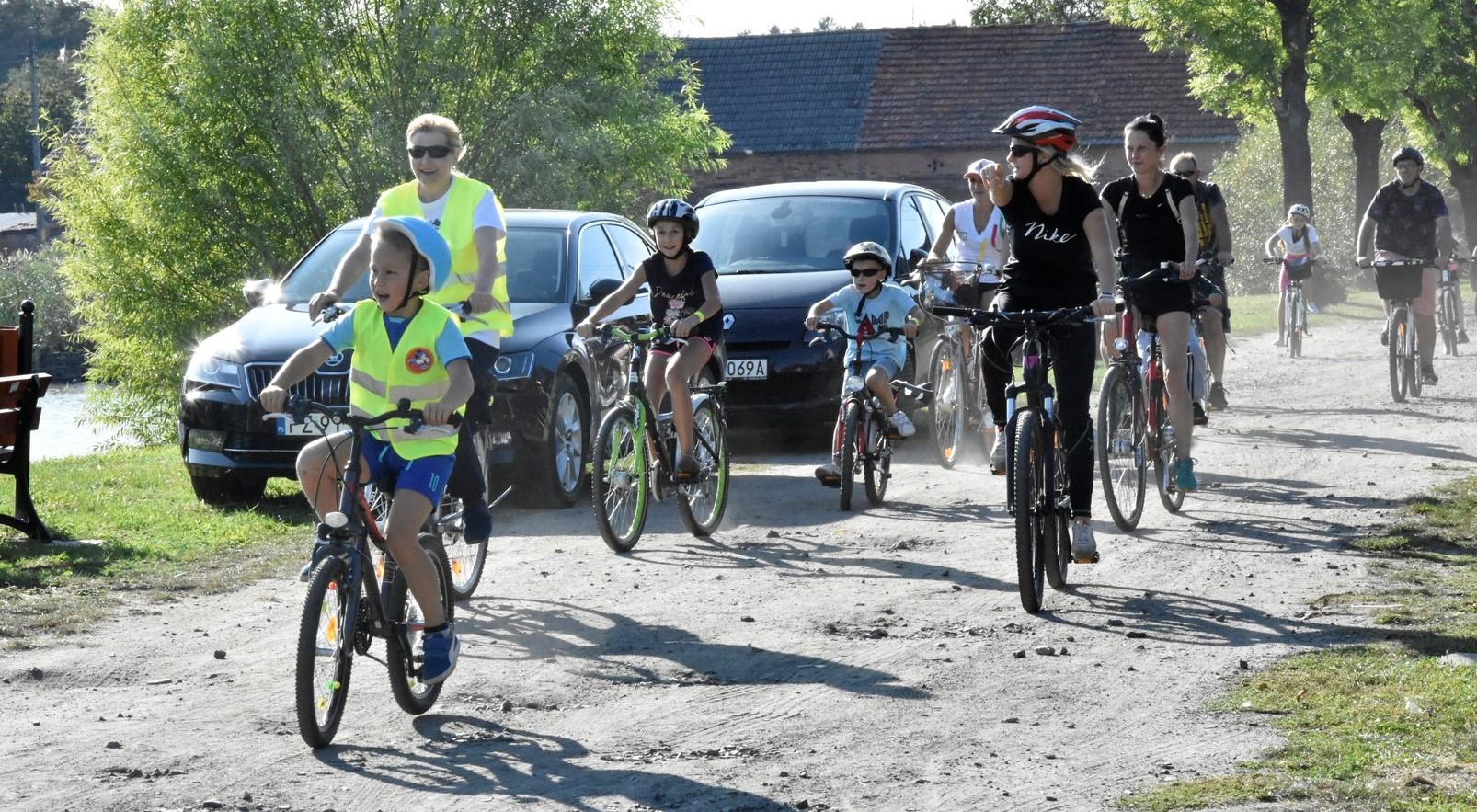 Ilustracja do informacji: Grabowiec gościł rowerzystów