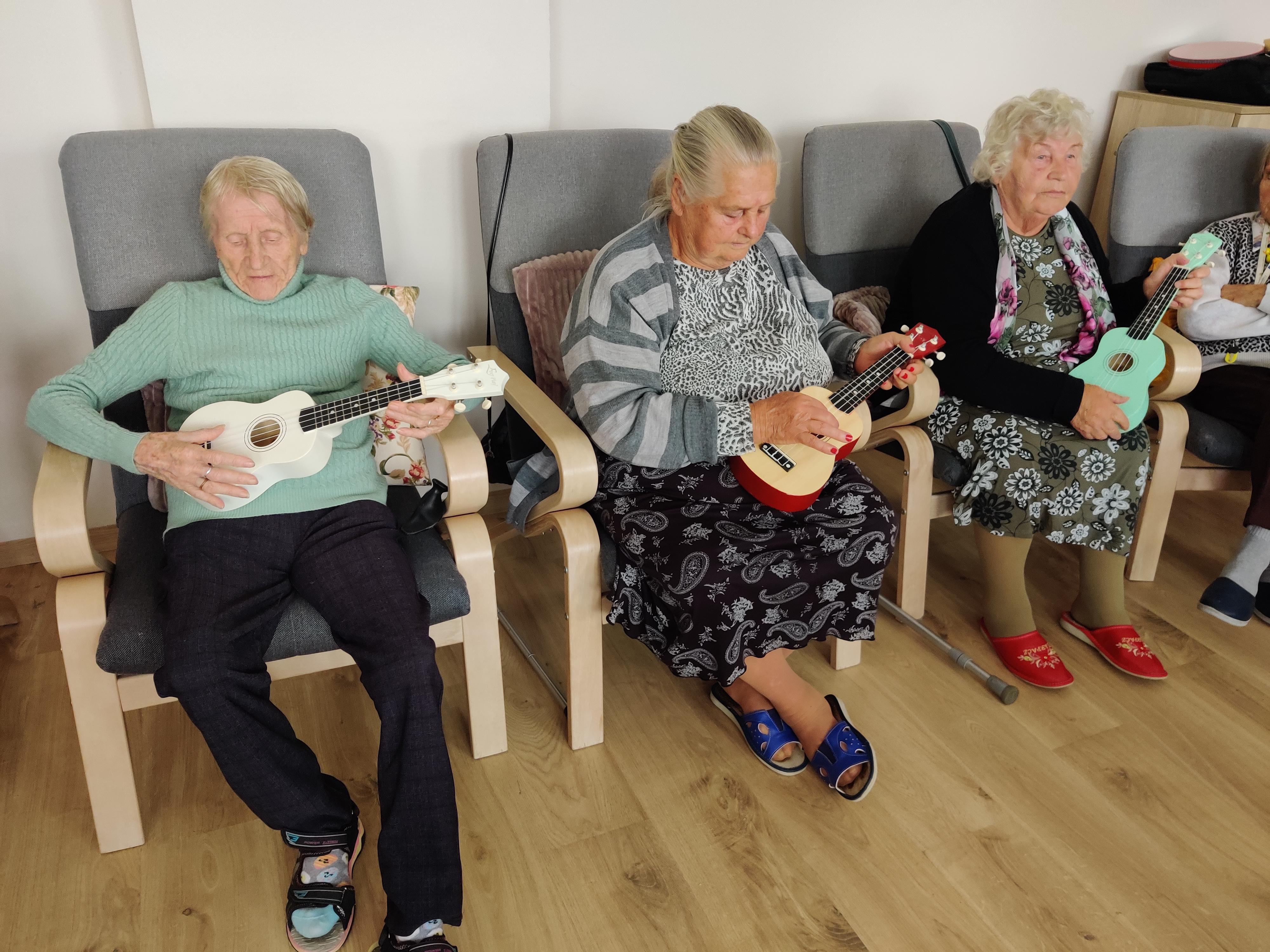 Ilustracja do informacji: Warsztaty muzyczne w Domu Seniora