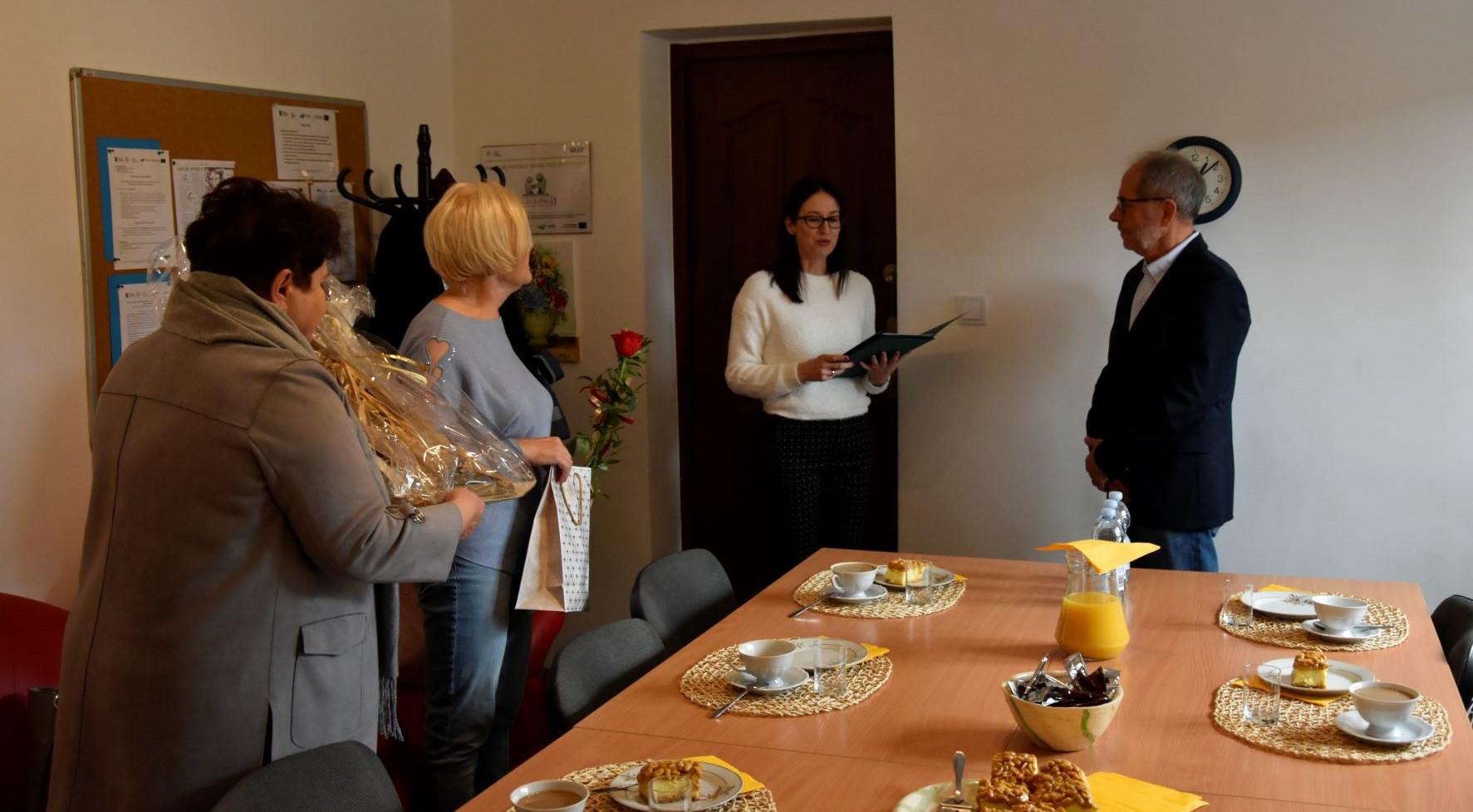 Ilustracja do informacji: Podziękowania dla wieloletnich darczyńców w Słonem